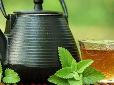 Теплый чай с мелиссой