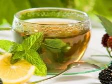 Теплый чай с мелиссой и лимоном