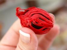 Мускатный цвет на орехе