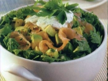 Салат с лососем и сурепкой