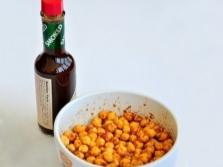 Острые орешки с перечным соусом табаско