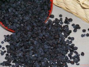 Сушеная черника: полезные свойства и применение