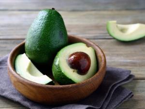 Авокадо: что это такое, чем полезно и как правильно его готовить и употреблять?