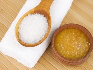 Домашние рецепты скраба для губ из сахара и меда