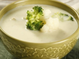 Суп-пюре из цветной капусты: свойства и популярные рецепты