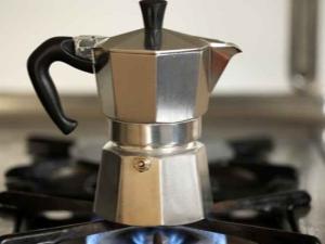 Как варить кофе в гейзерной кофеварке?