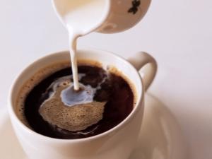 Кофе с молоком: калорийность и состав напитка