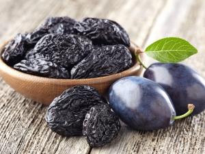 Сушеная слива: описание продукта и рецепты