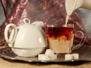Свойства и особенности приготовления чая с молоком