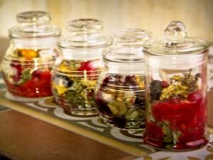Травяной чай: чем полезен и как его приготовить?