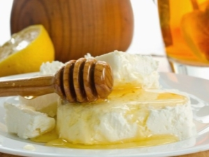 Творог с медом: полезные свойства и противопоказания