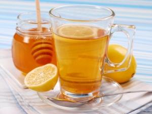 Чем полезна вода с лимоном и медом и как ее пить?