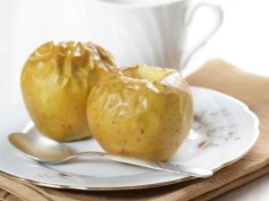 Как приготовить запеченные яблоки в микроволновке?