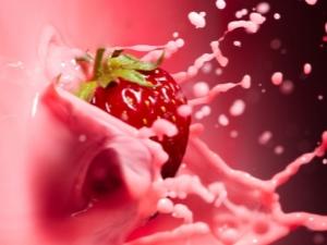 Клубника с молоком: рецепты приготовления, польза и вред