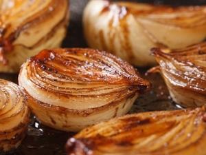Печеный лук: чем полезен и вреден, как приготовить и использовать?