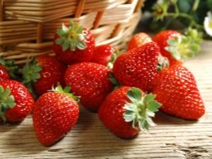 Как правильно поливать викторию во время плодоношения?