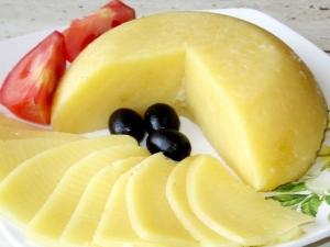 Как приготовить твёрдый сыр из творога в домашних условиях?