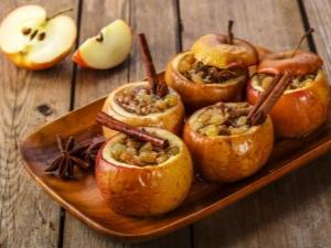 Как приготовить запеченные яблоки в духовке?