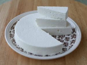 Как сделать сыр из козьего молока в домашних условиях?
