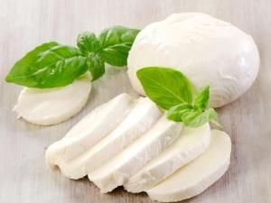 Моцарелла: что это такое, какой состав рассольного сыра и чем его можно заменить, в чём вред и польза продукта?