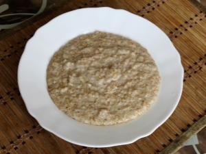 Пшеничная каша на молоке: правила приготовления, польза и вред