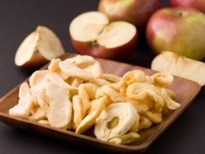 Сушеные яблоки: польза и вред, сушка в домашних условиях