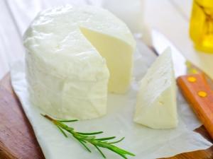 Сыр Сулугуни: польза и вред для взрослых и детей, химический состав и жирность продукта