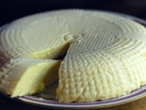 Тонкости и способы приготовления домашнего сыра из кефира
