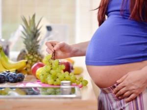 Виноград при беременности: польза и вред, рекомендации по употреблению