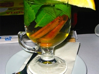 Горячий чай с корицей