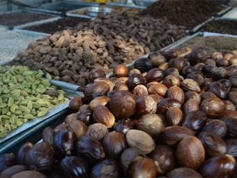 Мускатный орех на индийском рынке