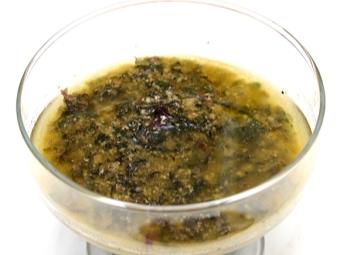 Соус с орешками пинии к семге под сыром