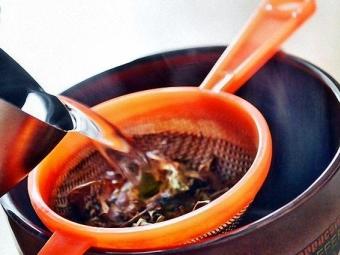 Подмывание ромашкой при зуде в интимных местах 60