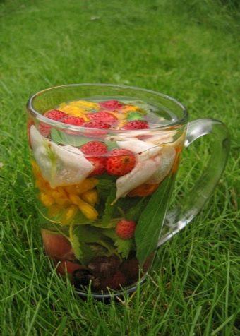 Чай из дягиля, земляники и других трав
