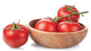 Что нужно класть в лунку при посадке помидоров?