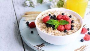 Овсяная каша на завтрак: польза и вред, правила употребления и рецепты