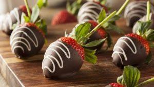 Как приготовить клубнику в шоколаде?