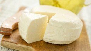 Как сделать сыр из кислого молока в домашних условиях?