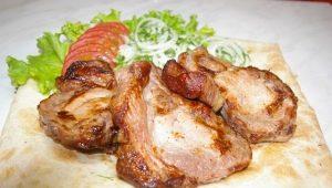 Как приготовить антрекот из свинины и с чем его подавать?
