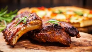 Как приготовить свиные ребра в духовке?