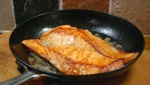 Как вкусно пожарить минтай на сковороде?