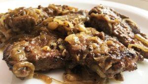 Рецепты приготовления жареной свиной печени с луком