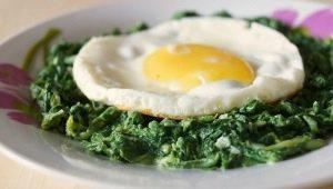 Готовим яичницу со шпинатом