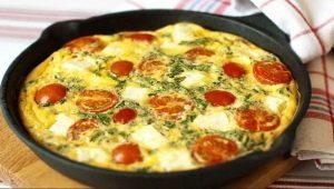 Как приготовить омлет с помидорами на сковороде?