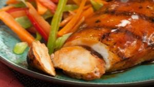 Как можно приготовить куриную грудку в соевом соусе?