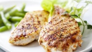 Как приготовить куриные грудки на сковороде, чтобы они были сочными?