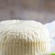Как приготовить домашний сыр из молока и сметаны?