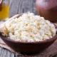 Сколько кальция в 100 граммах творога и с чем его едят, чтобы хорошо усваивался?