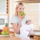 Можно ли употреблять яблоки при грудном вскармливании и какие существуют ограничения?