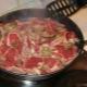 Как приготовить бараньи ребра на сковороде?